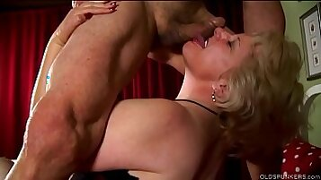 Blonde idol gets a cumshot and facial