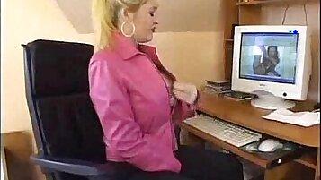 Who office babe likes man