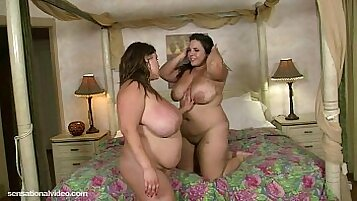 chubby lesbo [mistress-cams] freestyle sex with dripping pussy
